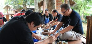 pelatihan membuat keramik citra alam lakeside
