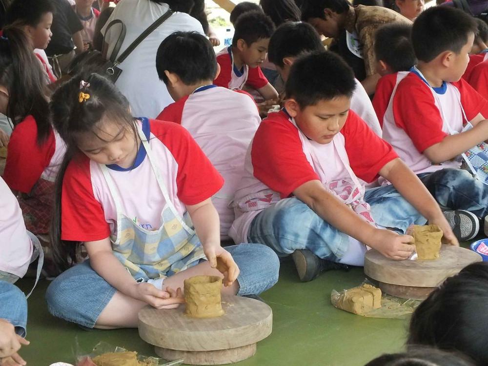 Pelatihan keramik anak lakeside