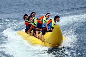 banana boat di pantai anyer