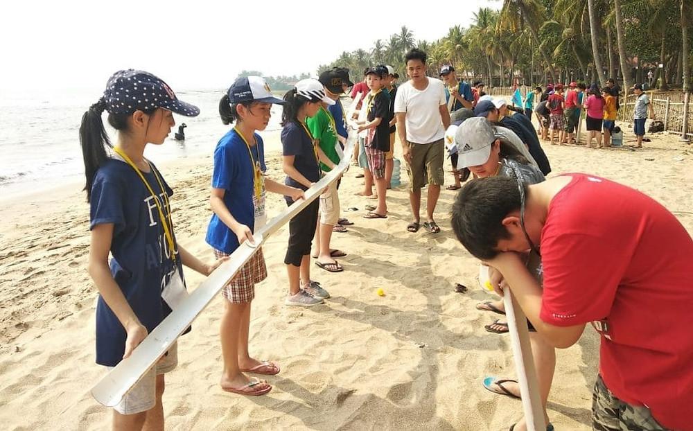 permainan team building di Leadership Camp