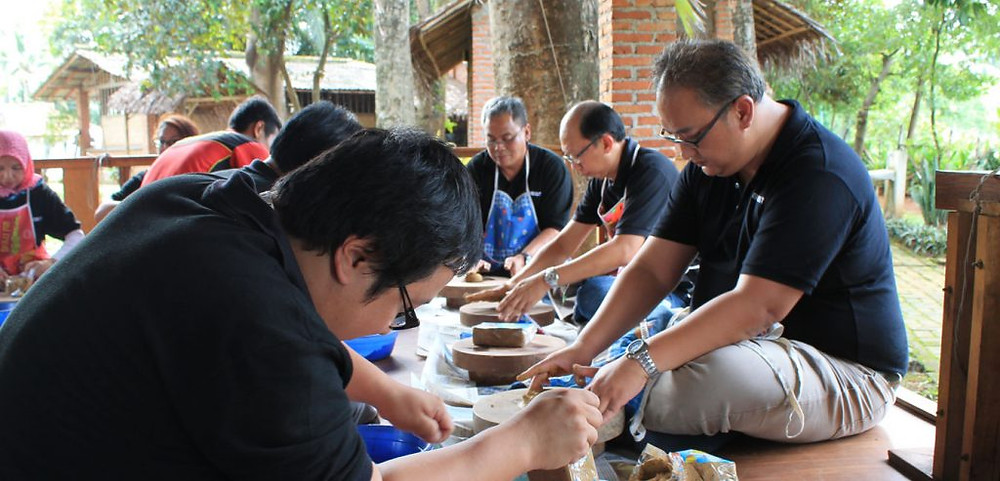 Pelatihan keramik citra alam lakeside