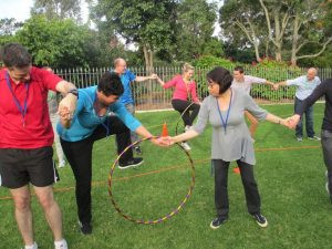 permainan hula hoop