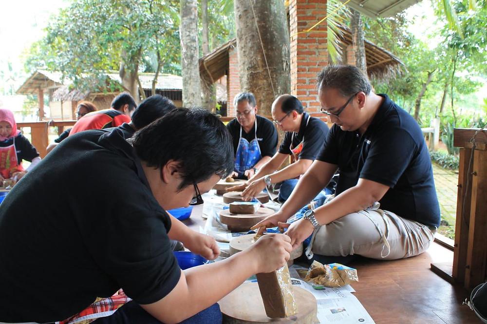 pelatihan membuat keramik di citra alam