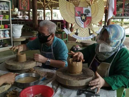 Atasi Kejenuhan Dengan Membuat Kerajinan Keramik