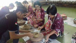 pelatihan membuat keramik citra alam
