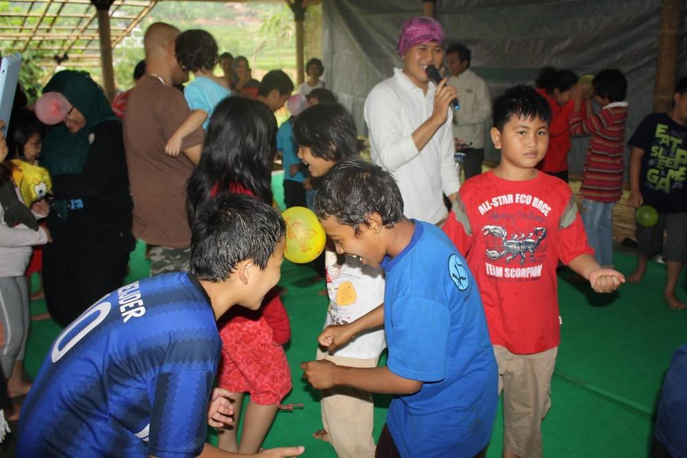 joget balon anak latih kerjasama