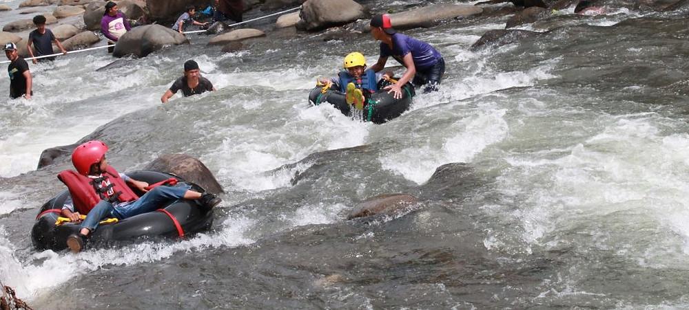 permainan outbound perorangan rafting donat
