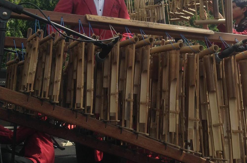 alat musik tradisional angklung