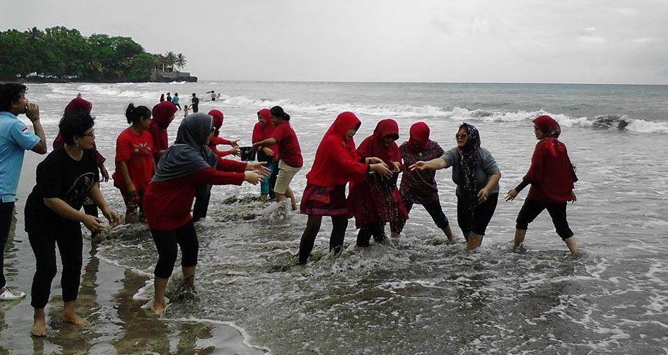 games family gathering pantai