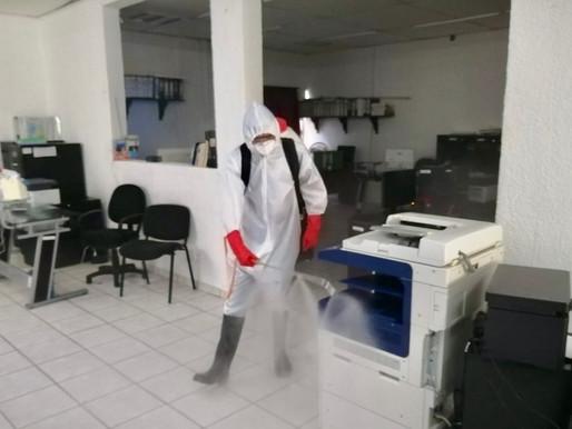 Desinfectan las oficinas de la Secretaría de Desarrollo Municipal en Comondú