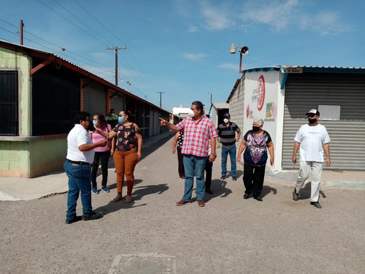 Anselmo Mendoza atiende a locatarios de mercado Luis Donaldo Colosio Murrieta