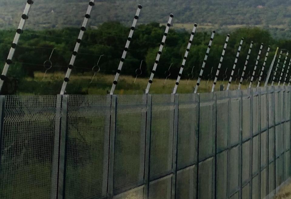 De Fence Black Panel