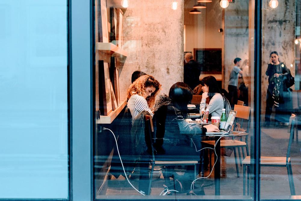 Punya Bisnis Restoran? Ini 5 Alasan Pentingnya Menerapkan WiFi untuk Bisnis Anda  | Wificolony