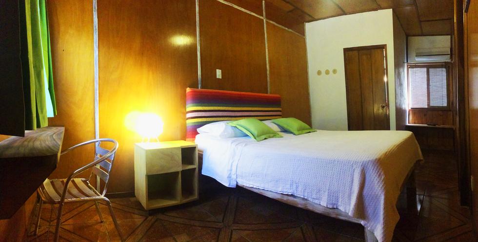 queenbed02_room2_sugars_monkey_playa_gra
