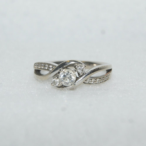 Women's Round Cut Diamond Ring
