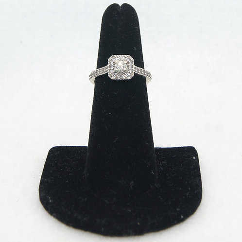 Women's Round Cut Engagement Ring