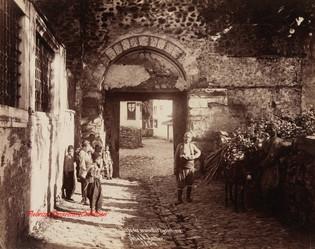 Brousse. Porte des murailles byzantins. 1894