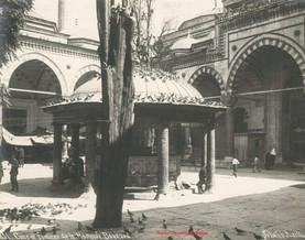 Cour et fontaine de la mosquee Bayazed 8