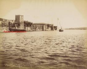Phare d'Akhor Kapou a la Pointe de Serai et l'Entree du Bosphore. 1880s