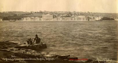 Vue generale du Palais Imperial a Dolma Bagtche. Bosphore 341. 1889