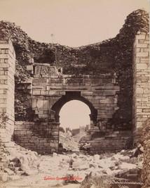 Porte de la Citadelle turque. Ephese 77. 1890