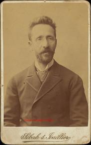 Homme barbu aux lunettes. 1890s