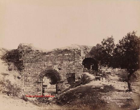 Porte de la Citadelle turque. Vue interieure. Ephese 79. 1890