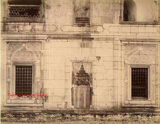 Niche et fenetres laterales de la Mosquee Verte. Cote droit. Brousse 75. 1890s