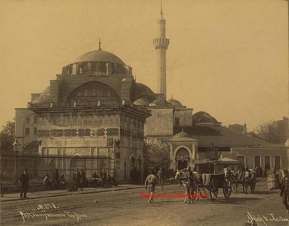 Mosquee et fontaine de Top Hane 278. 1890s