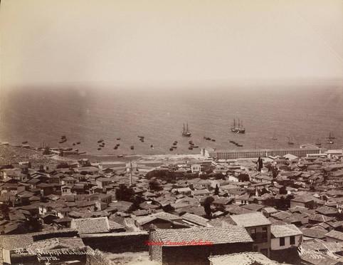 Vue prise de la Citadelle. Smyrne 17. 1890