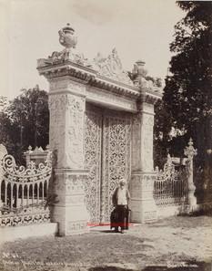 Porte du Palais Imperial aux eaux douces d'Asie 118. 1890s