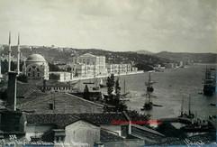 Palais Imperial de Dolma Bagtche. Bosphore 338. 1890s