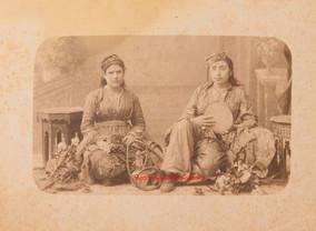 Joueuses de musique et narguile. 1880s