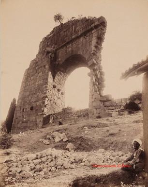Varan Kapou. Porte au Theatre Romain. Pergame 34. 1890