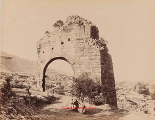 Varan Kapou. Porte au Theatre Romain. Pergame 33. 1890