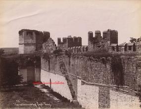 Vue interieure des Sept Tours 78. 1890s