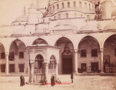 Cour et fontaine de la Mosquee Sultan Ah