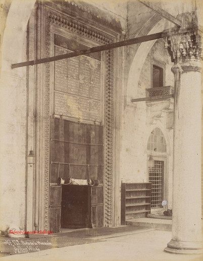 Porte de la mosquee Sultan Valide a Scutari 172. 1880s