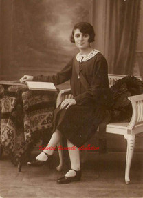 Une femme lectrice. 1900s