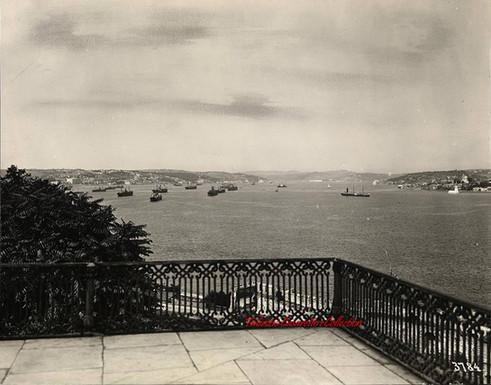 Vue de l'entree du Bosphore 3784. 1890s.