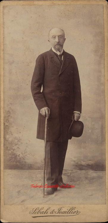 Homme barbu avec canne 2. 1890s