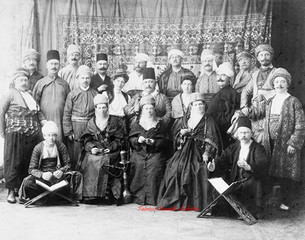 Touristes allemands habilles a la turque. 1890s