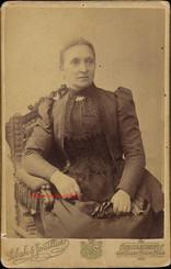 Portrait femme assise. 1880s