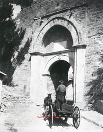 Porte principale des Sept Tours 124. 1890s