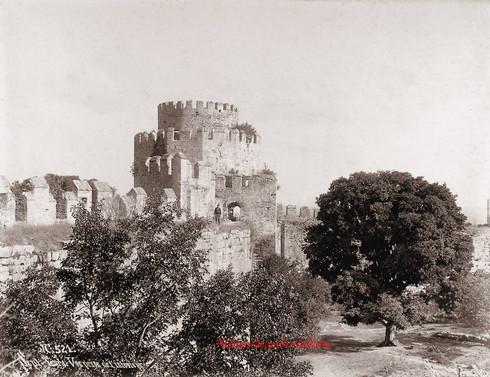 Sept Tours. Vue prise de l'interieur 521. 1890s