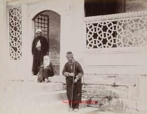 Mendiants a la porte de la Mosquee Suleymanie.1890s