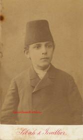 Jeune garcon avec fez. 1880s