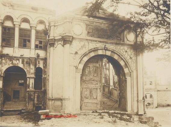 Porte d'entree mosquee Laleli. 1890s