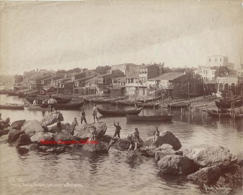 Vue de Koum Kapou, sur la mer de Marmara 432. 1880s