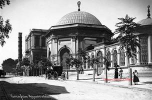 Turbe du Sultan Mahmoud et la Colonne brule. 1900s